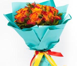 Букет «Сюрприз» из 9 роз